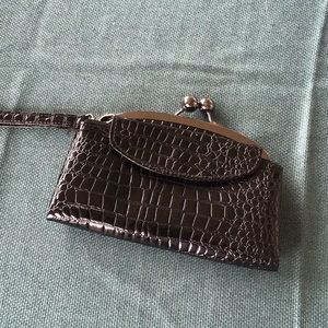 Small Blk Wristlet clutch